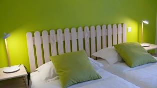 """Gîte 4 Saisons Millau, Chambre """"Printemps"""" lit et matelas à mémoire de forme 160 X 200, salle d´eau privée"""
